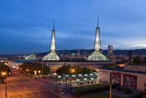 Oregon_Convention_Center_Dusk_1_(edit)